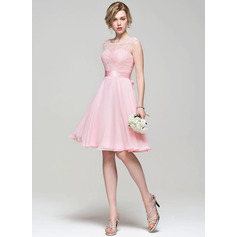 A-Line/Princess Scoop Neck Knee-Length Chiffon Lace Bridesmaid Dress With Bow(s) (007074183)