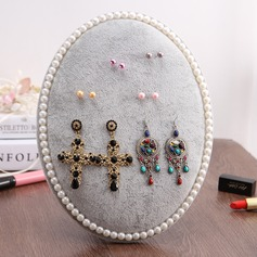 Round shelf with bead for jewelry disply