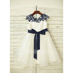 A-Line/Princess Knee-length Flower Girl Dress - Organza/Satin Sleeveless Scoop Neck With Sash/Appliques