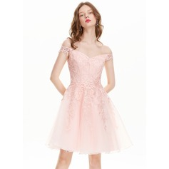 A-Linie/Princess-Linie Off-the-Schulter Knielang Tüll Spitze Ballkleid