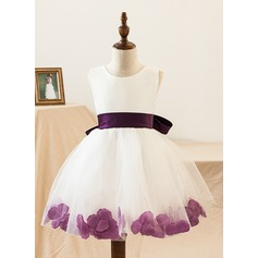 A-Line/Princess Knee-length Flower Girl Dress - Satin/Tulle Sleeveless Scoop Neck With Bow(s)