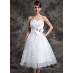 A-Line/Princess Sweetheart Tea-Length Tulle Wedding Dress With Lace Beading Flower(s)
