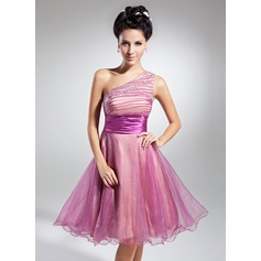 A-Line/Princess One-Shoulder Knee-Length Organza Homecoming Dress With Ruffle Beading