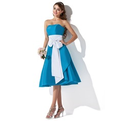 A-Line/Princess Sweetheart Knee-Length Taffeta Bridesmaid Dress With Sash Bow(s)