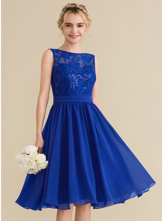 A-Line/Princess Scoop Neck Knee-Length Chiffon Lace Homecoming Dress With Sequins Bow(s)