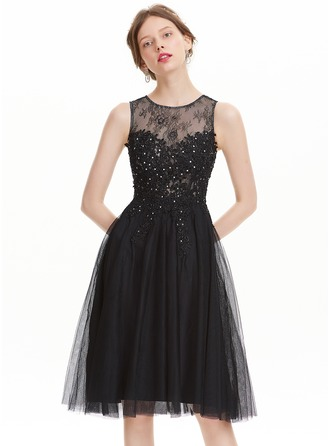 A-Line/Princess Scoop Neck Knee-Length Tulle Prom Dress With Beading