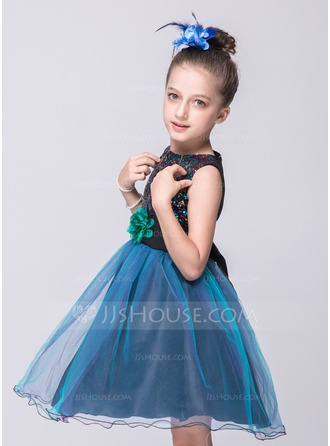 A-Line/Princess Knee-length Flower Girl Dress - Polyester Sleeveless Scoop Neck With Flower(s)/Sequins