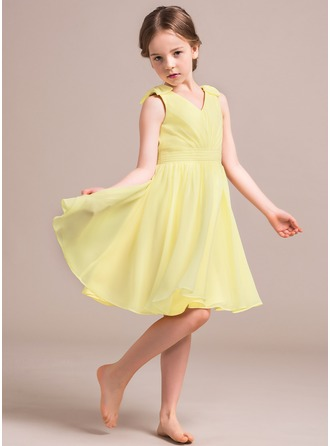 A-Line/Princess V-neck Knee-Length Chiffon Junior Bridesmaid Dress With Ruffle Bow(s)