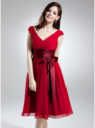 A-Line/Princess V-neck Knee-Length Chiffon Homecoming Dress With Ruffle Sash Bow(s)