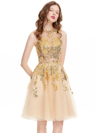 A-Line/Princess Scoop Neck Knee-Length Tulle Prom Dress With Sequins