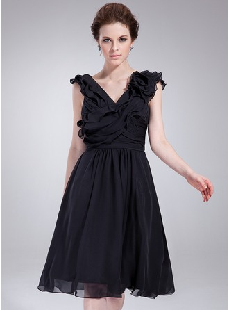 A-Line/Princess V-neck Knee-Length Chiffon Cocktail Dress With Ruffle Flower(s)
