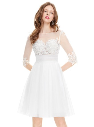 A-Line/Princess Scoop Neck Knee-Length Tulle Homecoming Dress With Ruffle Beading Sequins