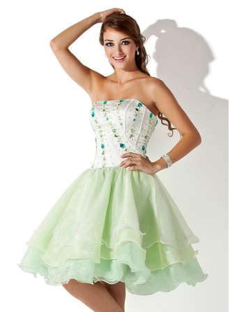 A-Line/Princess Strapless Knee-Length Organza Homecoming Dress With Beading