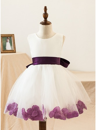 A-Line/Princess Knee-length Flower Girl Dress - Satin Tulle Sleeveless Scoop Neck With Bow(s)