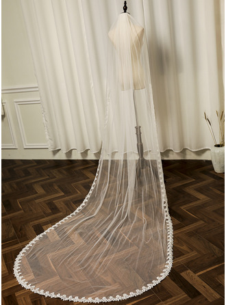 One-tier Lace Applique Edge Chapel Bridal Veils With Faux Pearl/Lace