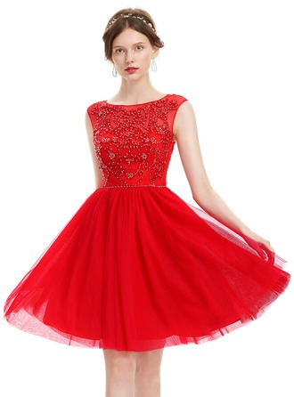 A-Line/Princess Scoop Neck Knee-Length Tulle Prom Dress With Beading Sequins