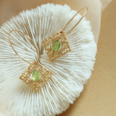Ladies' Exotic Gold Plated/Brass With Oval Crystal Earrings For Bridesmaid/For Friends