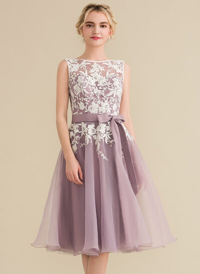 A-Line Scoop Neck Knee-Length Organza Lace Bridesmaid Dress With Bow(s)