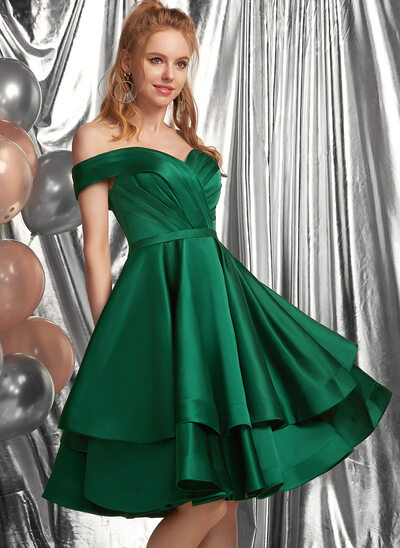 A-Formet Off-the-Shoulder Knelengde Satin Skoleball Kjoler med Frynse