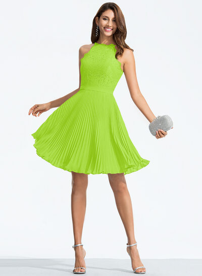 A-Line/Princess Scoop Neck Knee-Length Chiffon Homecoming Dress With Pleated