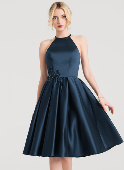 A-Line/Princess Scoop Neck Knee-Length Satin Homecoming Dress With Lace Beading