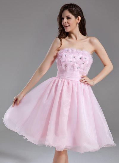 A-Line/Princess Strapless Knee-Length Organza Homecoming Dress With Ruffle Beading Flower(s) Sequins