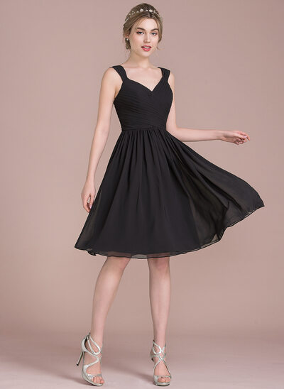 A-Line/Princess V-neck Knee-Length Chiffon Bridesmaid Dress With Ruffle Bow(s)