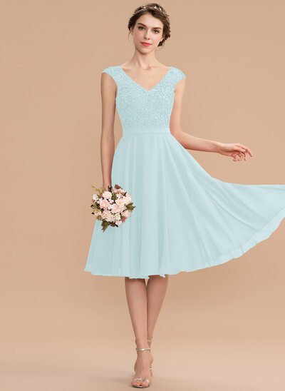 A-Line V-neck Knee-Length Chiffon Lace Homecoming Dress With Beading