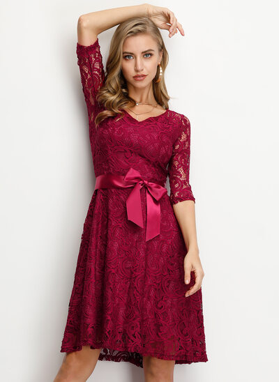 A-Line V-neck Knee-Length Lace Homecoming Dress With Bow(s)