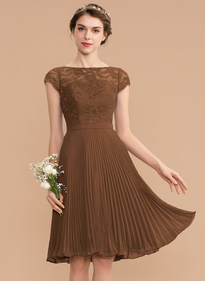 A-Line Scoop Neck Knee-Length Chiffon Lace Cocktail Dress With Pleated