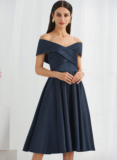 A-Line Off-the-Shoulder Knee-Length Bridesmaid Dress With Pockets