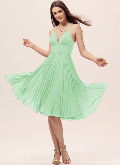 A-Line Sweetheart Knee-Length Chiffon Bridesmaid Dress With Pleated
