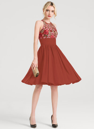 A-Line Scoop Neck Knee-Length Chiffon Cocktail Dress With Appliques Lace