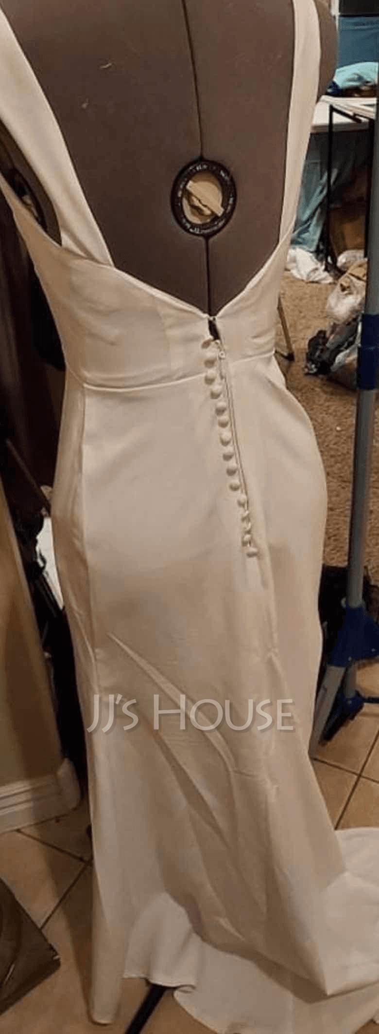 Trumpet/Mermaid V-neck Court Train Wedding Dress (265264923)