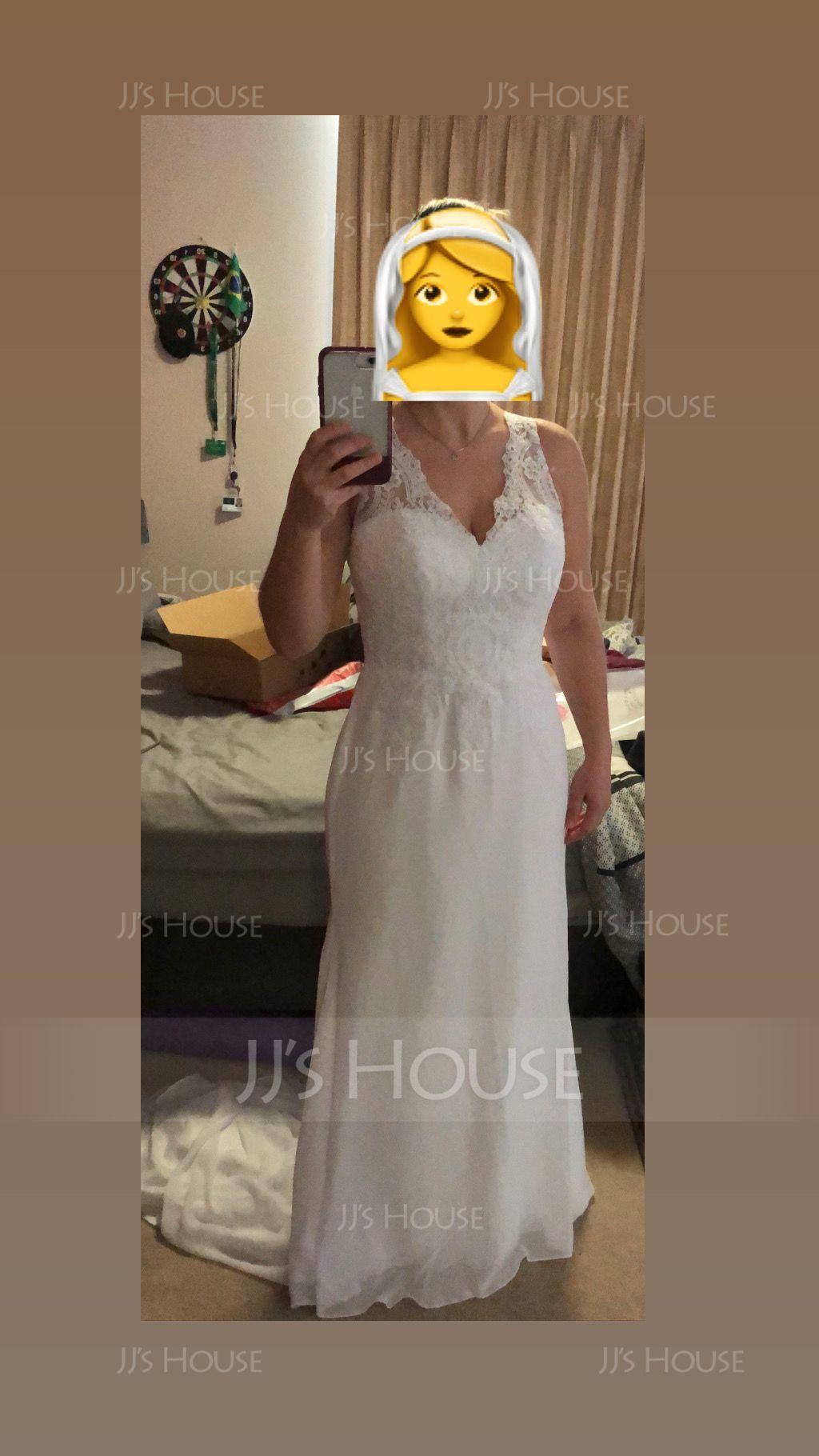 Trumpet/Mermaid V-neck Court Train Chiffon Wedding Dress (002127267)