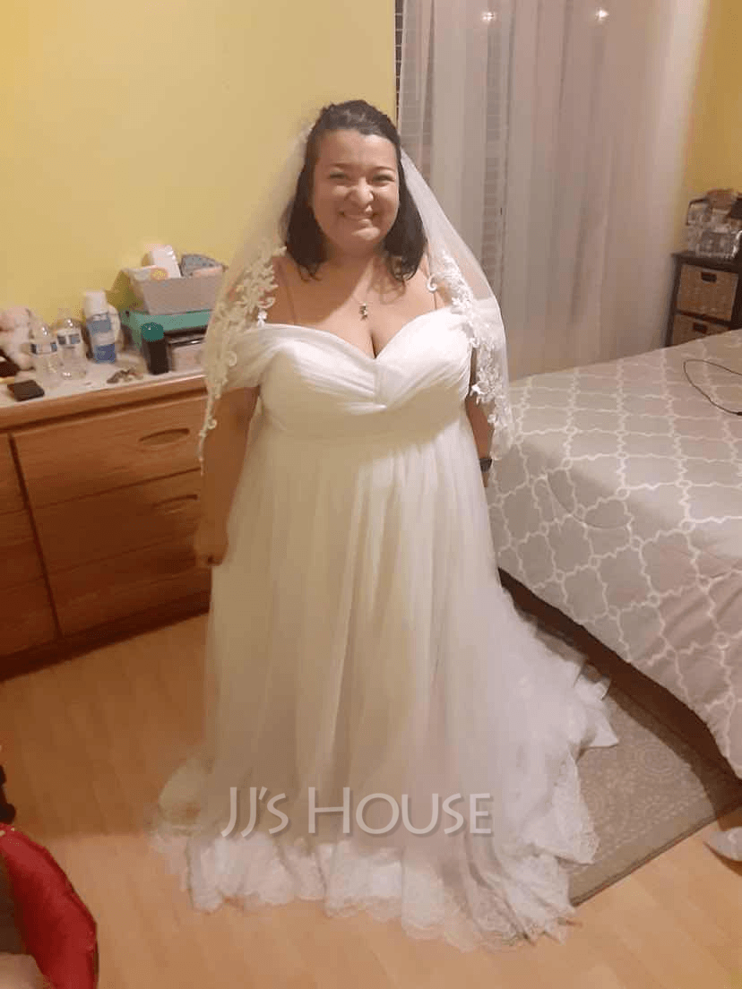 Corte de baile Fuera del hombro Cola corte Tul Encaje Vestido de novia con Volantes